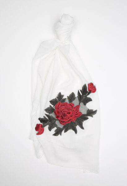 Foulard brodé d'une grande fleur - Ecru