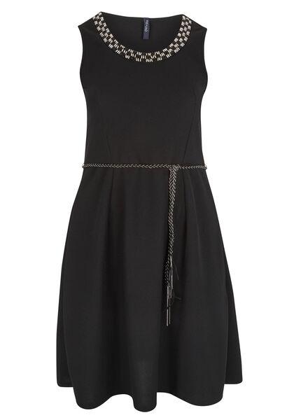 Uitlopende jurk, juweel aan de hals - Zwart